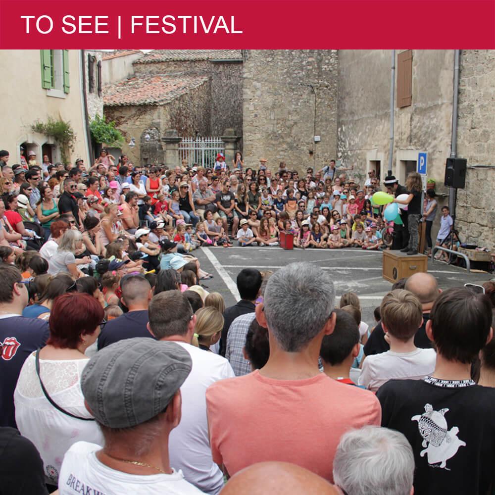 """Not to be missed street theatre festival """"La Foire des Grenouilles"""" in Saint-Geniès-de-Fontedit"""